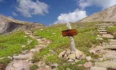 Moutain path with sign in Rocky Mountain National Park